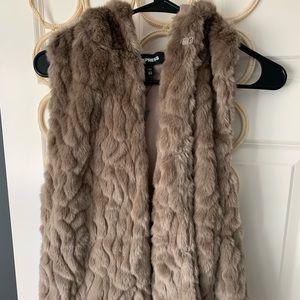Express NWT faux fur vest XS